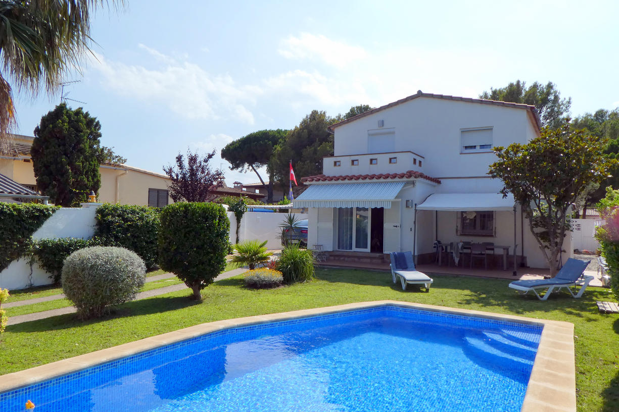 House -                                       L'escala -                                       4 bedrooms -                                       8 persons