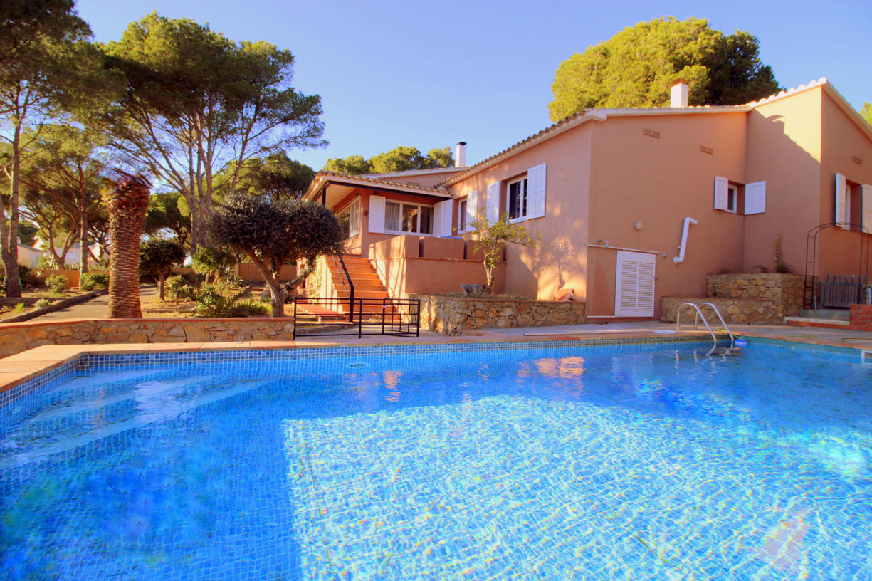 House -                                       L'escala -                                       6 bedrooms -                                       12 persons