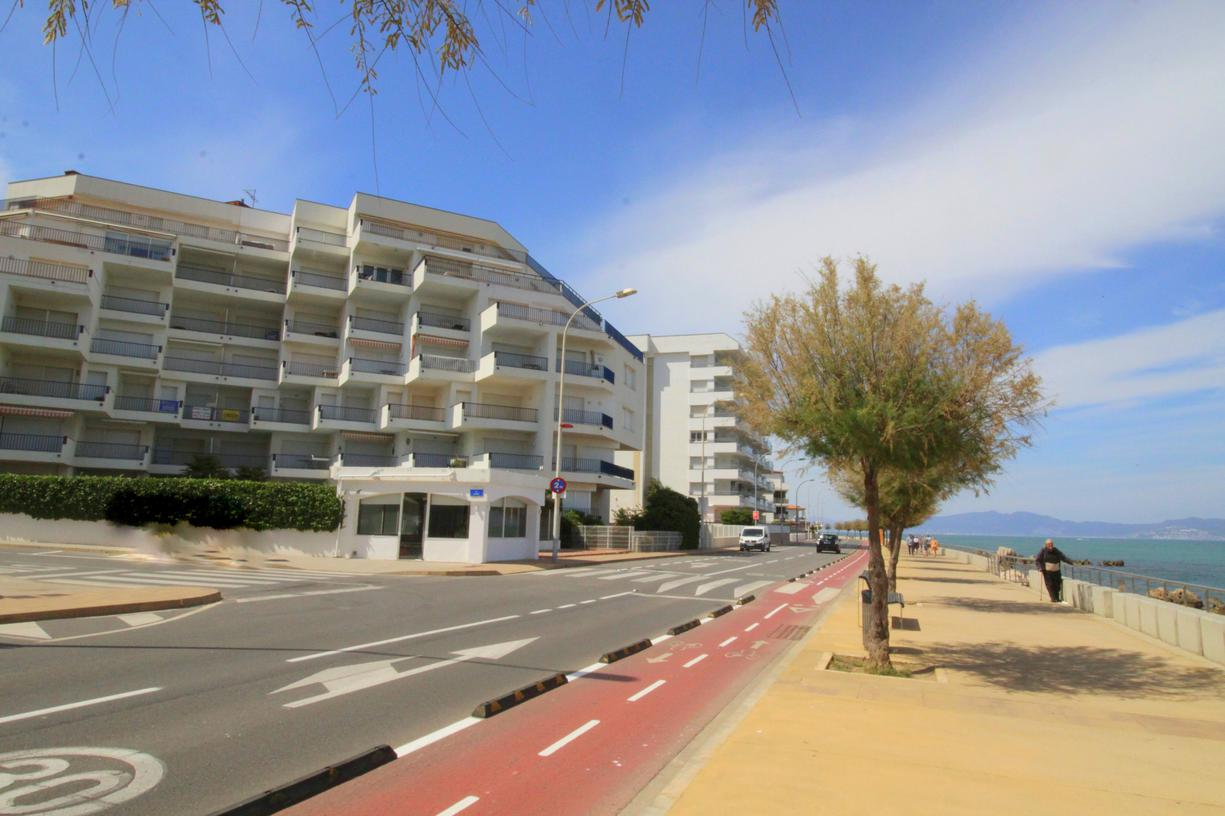 Apartment -                                       Passeig Del Mar -                                       3 bedrooms -                                       6 persons